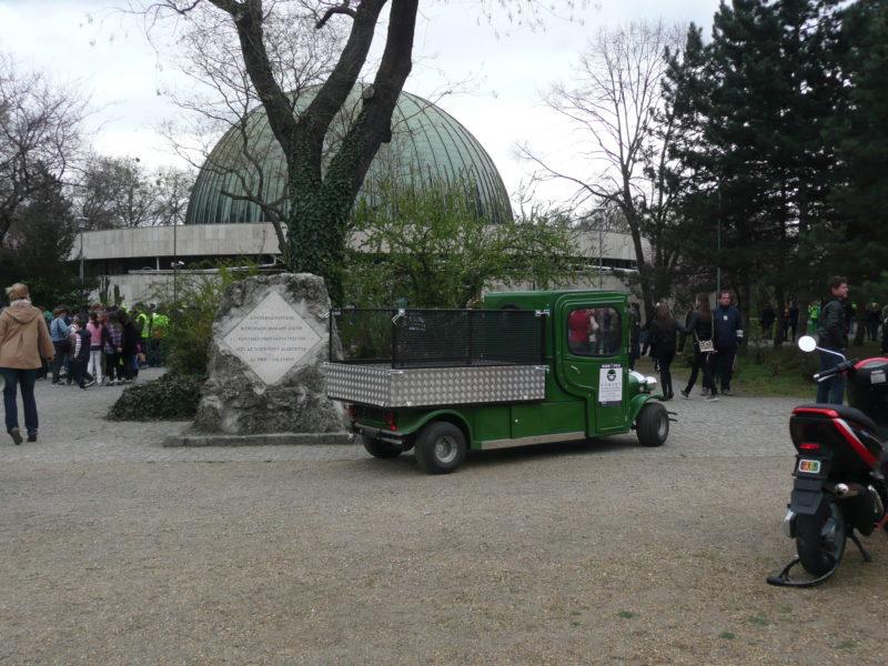 """Átadtuk az első elektromos platós kisteherautókat a Főkertnek, melyeket a """"Miénk a Park """" elnevezésű rendezvényen a Népligetben rögtön be is vetettek"""