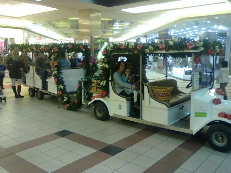 Karácsonyi elektromos autó szerelvény a Camponában